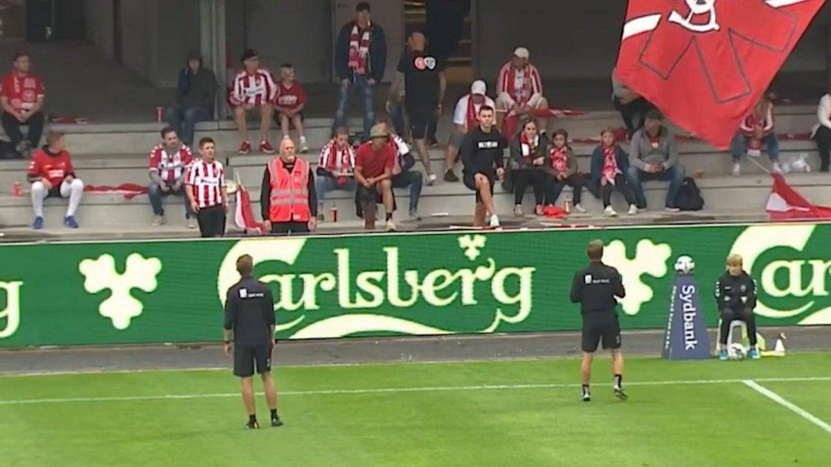 En Dinamarca interrumpieron un partido de fútbol p... https://deportenredok.blogspot.com/2020/07/en-dinamarca-interrumpieron-un-partido.html?spref=tw…  #Fútbol #Dinamarca #coronaviruspic.twitter.com/qfXOzRBjlo