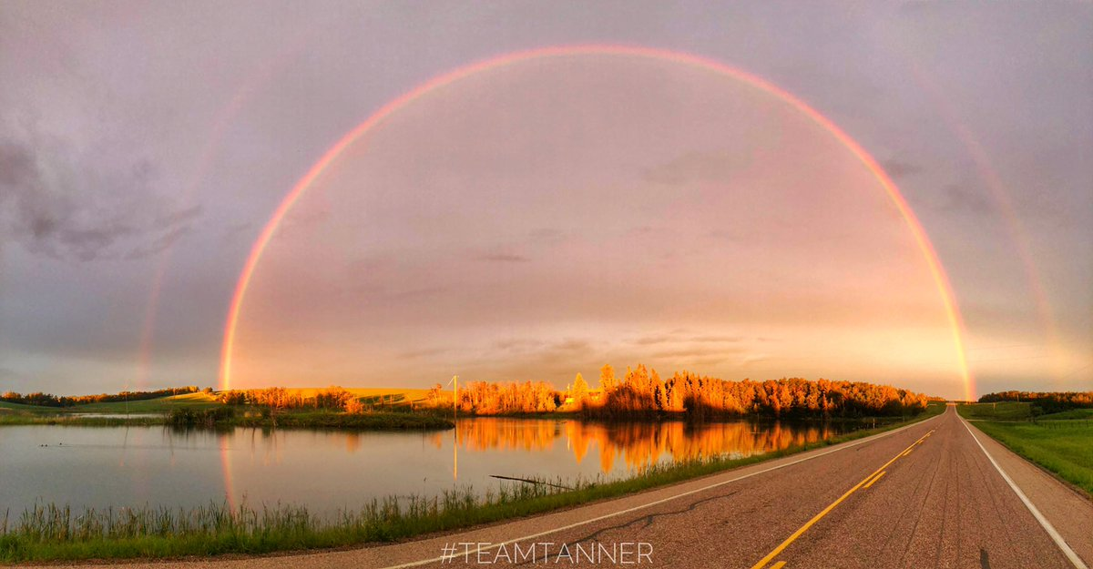 Beautiful double rainbow as the sun was rising just before 5:30 this morning at Alix! #TeamTanner #ShareYourWeather @treetanner @weathernetwork @mikesobel https://t.co/wyF8FCvt6B