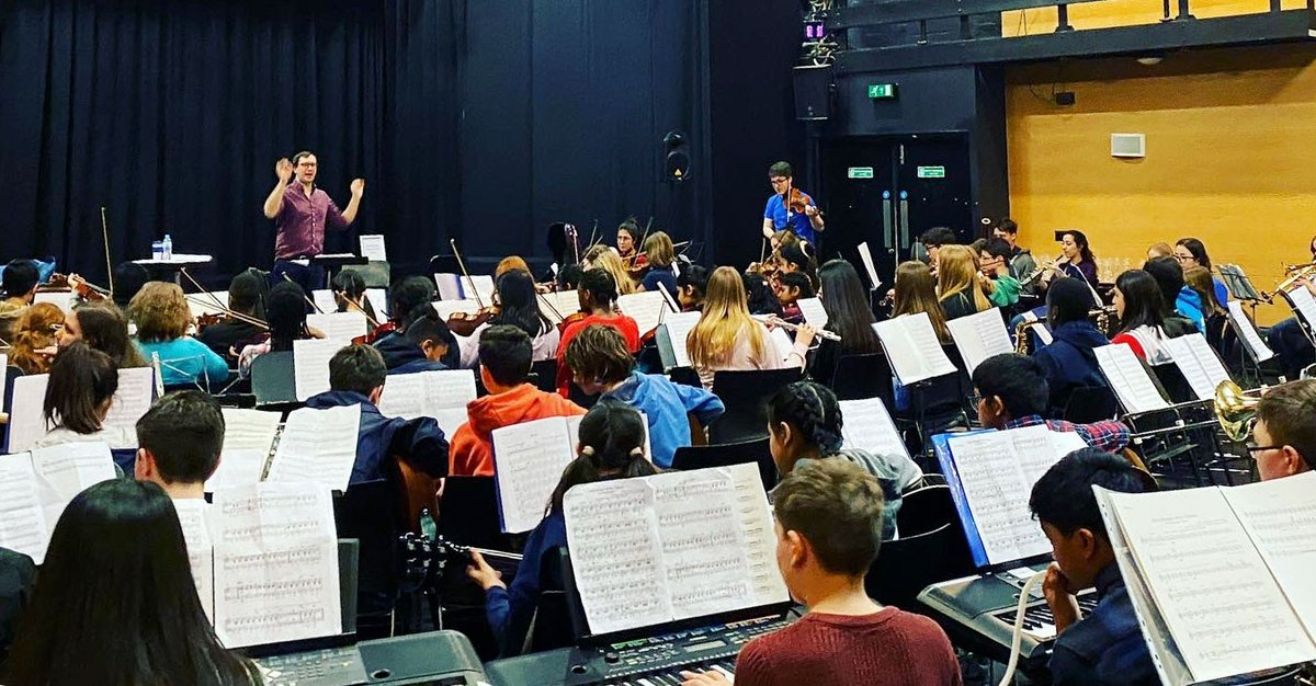 Back in March, our last live performance saw 87 young people from 5 West Midlands schools come together to make a Modulo pop-up orchestra. After a day with tutors from @BirmCons, they played at @mac_birmingham: a whole musical ecosystem made it possible.  #LetTheMusicPlay 1/2 https://t.co/XIKb6lz63y
