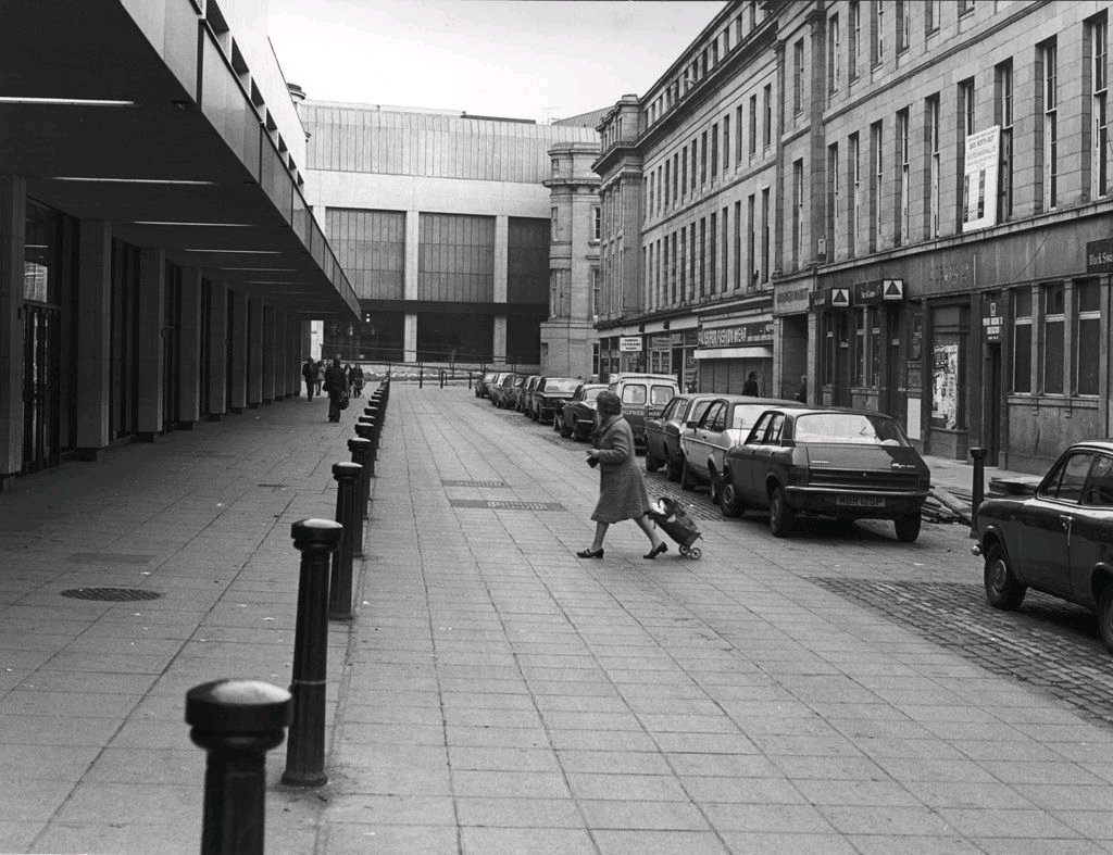RT @PicsOfNewcastle: Clayton Street, 1978.⠀ ⠀ #newcastle #newcastleupontyne #tyneandwear #photography #history https://t.co/4JQ4kSRjTo