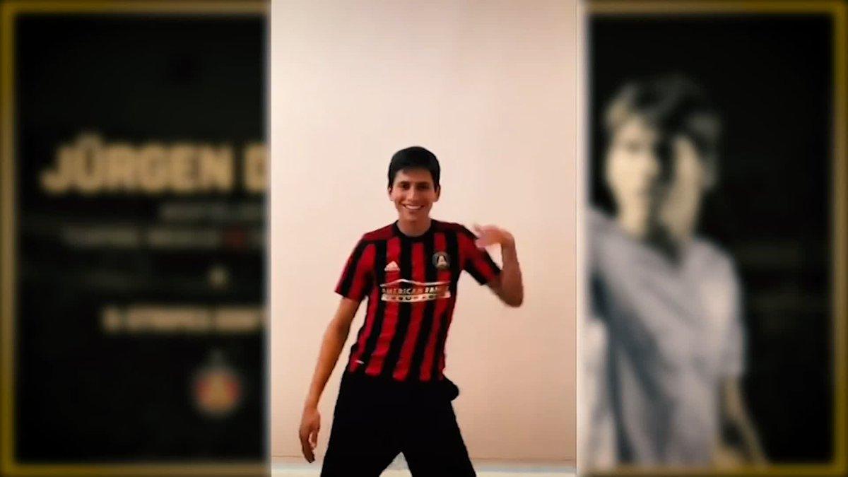 """⚠ SE LES AVISÓ: JURGEN DAMM AL ATLANTA UNITED ⚠  #AgendaFOXenCasa  """"El Borussia Dortmund se viste de rojo y negro, ahora"""" 🤣  Como lo adelantó @ruubenrod desde febrero, el mexicano llegó a la MLS; aunque algunos lo sigan 'trolleando'  @lmsauret @MonicaArredondo https://t.co/hgZOVJn2oT"""