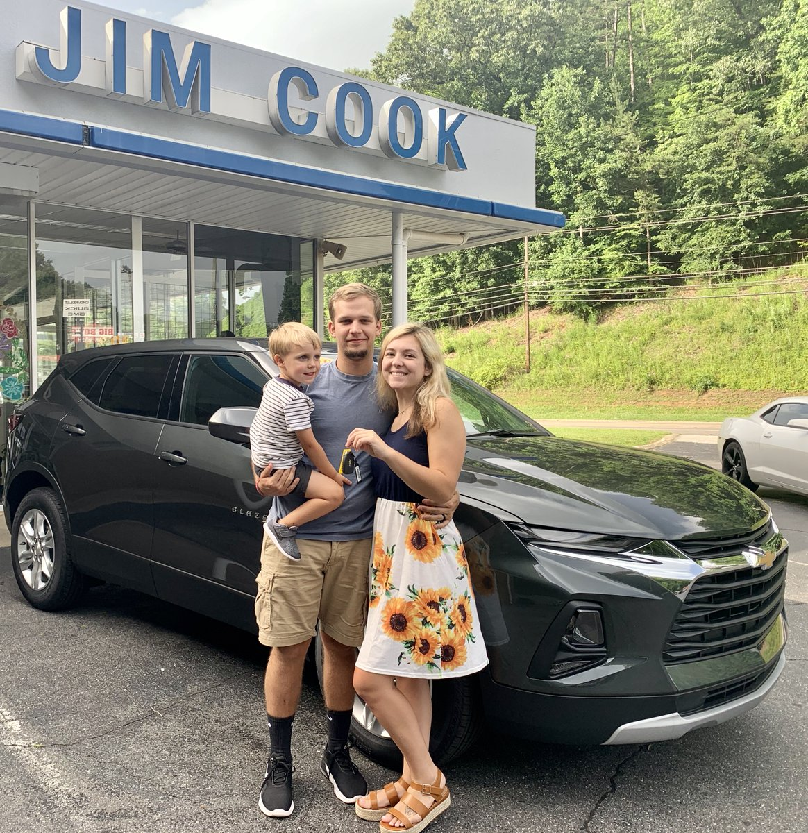 Congratulations to Kayla and Ryan on the purchase of their new #ChevyBlazer!! 🎊 We hope your family enjoys many miles in your new SUV! 😊 #JimCookChevrolet https://t.co/xRhH93gLMv