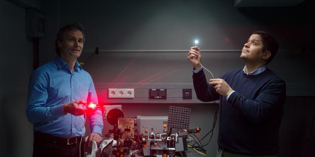 Doctorant en physique et ingénieur au sein de BMW Group, le lien ne vous semble pas immédiat ? Et pourtant, le Dr. A. Hanafi travaille sur la lumière pour concevoir un phare laser. Entrez dans les coulisses de cette #Innovation. ⤵️ #MétiersDeDemainBMWGroup https://t.co/uoxr7usmI1 https://t.co/zsHOdSwgPm