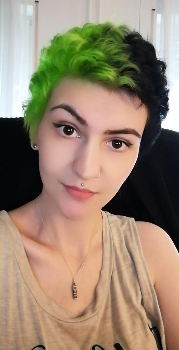Is this what they call a glow up? Glowing green hair?  #shorthair pic.twitter.com/23zaBIZi1w