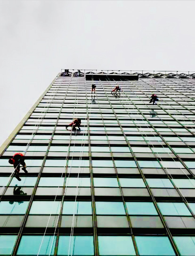 Full rope access window cleaning team out today in Manchester. @ILoveMCR @ManCityCouncil #ThankYouNHS https://t.co/zmV99VLmJ5