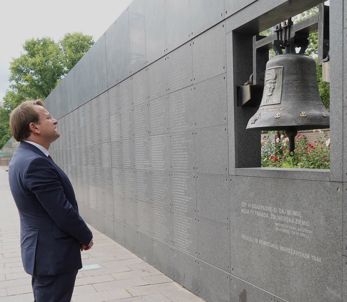 Paid my respect to the heroes of the #WarsawUprising at their dedicated museum @1944pl in Warsaw today. Their struggle for freedom & against totalitarianism should never be forgotten. History cannot repeat itself!