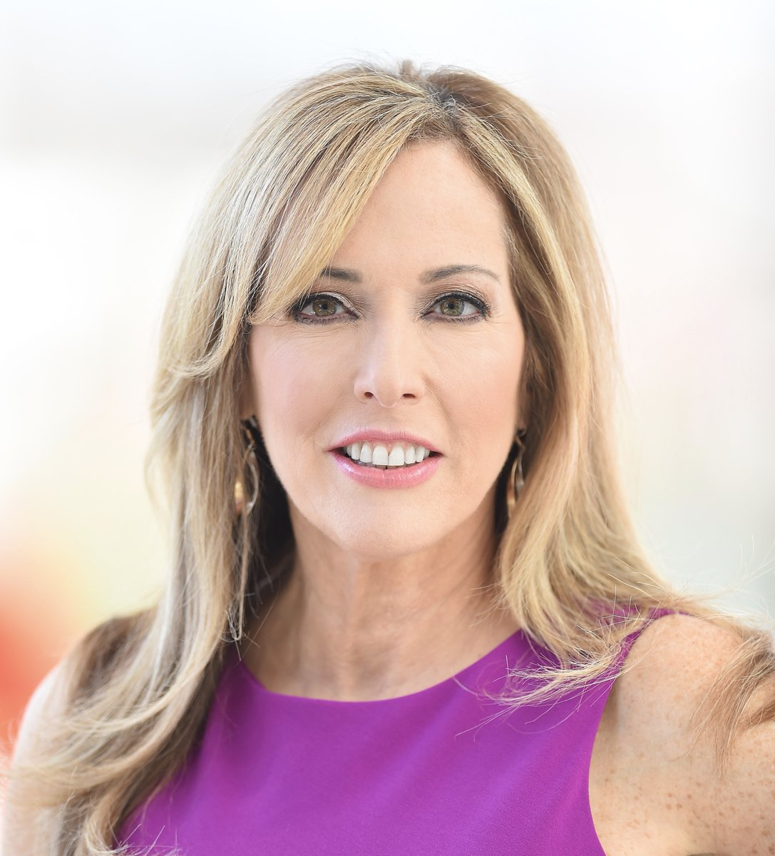 Episode 30 - @lindacohn - Talks about playing goalie on her high school hockey team, her 28 years at @espn and how she has navigated her career as a woman in sports television. Subscribe, Download and Listen! https://t.co/Mho7g1NTuC https://t.co/4VCPtewvwB