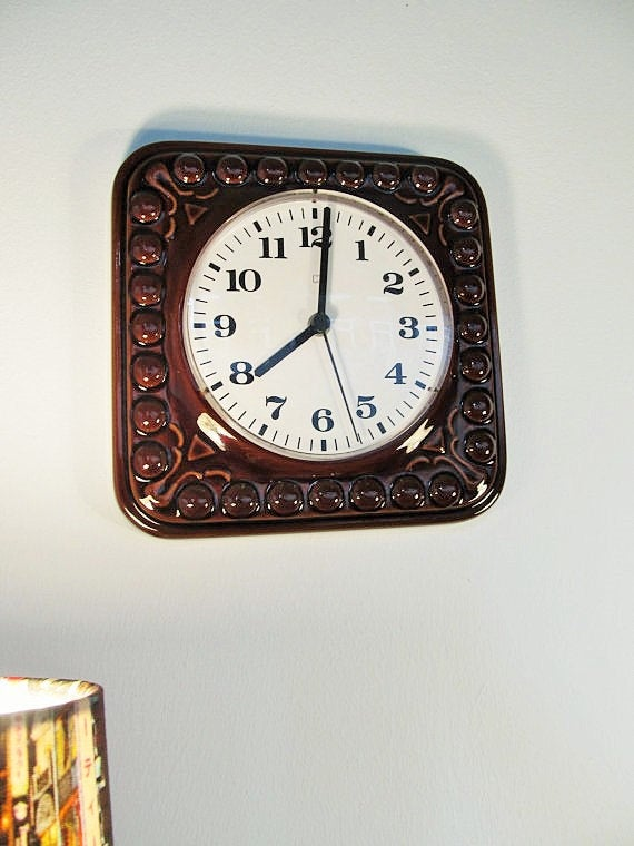 Vintage Art Pottery Wall Clock Kitchen in Brown color from the 1970s https://t.co/YYBY5uuDg7 #GIFT #Vintage Fashion #Retro #Summer Dress #Spring #Wedding #Holidays #April Fools #Vintage #FREESHIPPING #Ceramic https://t.co/vuUd1A8F6P