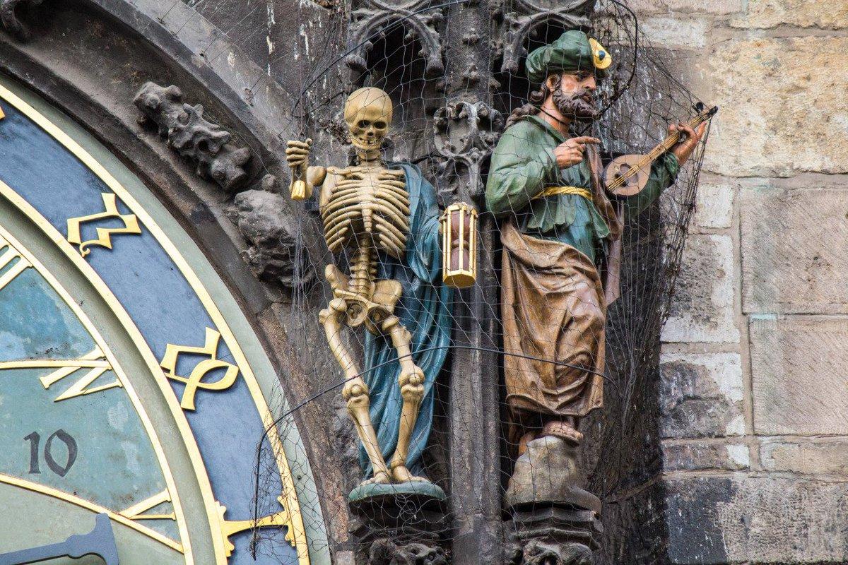 The oldest working astronomical clock installed in 1410, Prague  #Prague #history #czechrepublic #prahapic.twitter.com/TcTQot3hdF