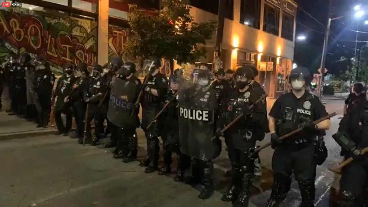 When did the police start carrying broom handles to beat citizens? #Protests #PoliceBrutality https://t.co/0ubZifJGMO
