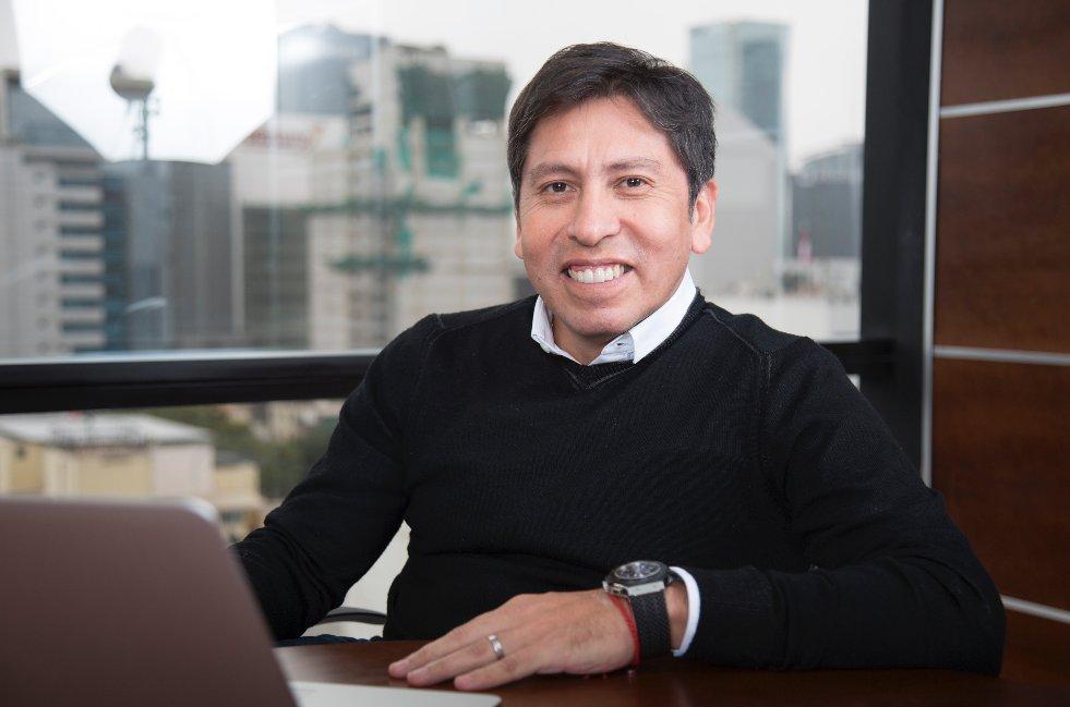 """""""Tenemos la responsabilidad de llevar internet a todas las zonas del país. Apuntamos a llegar a 2.3 millones de peruanos en zonas rurales"""". Pedro Cortez, Presidente ejecutivo de Movistar. #InternetParaTodos https://t.co/RYEAdKxRbz"""
