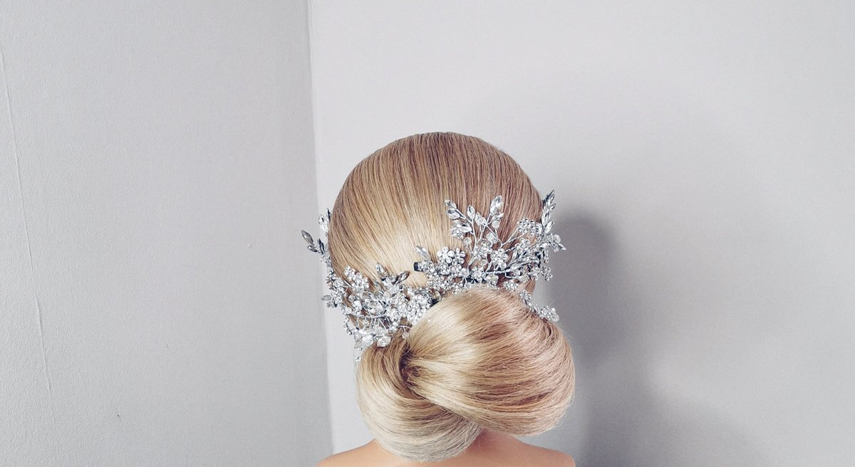 Crystal hair clips and side combs; what there not to like  #bridal #thursdayvibes #weddingaccessories #bridalhair #bridetobe #lagos #lagosbride #ukbride #edinburghbride #aberdeenweddingspic.twitter.com/lqx1lLlt57