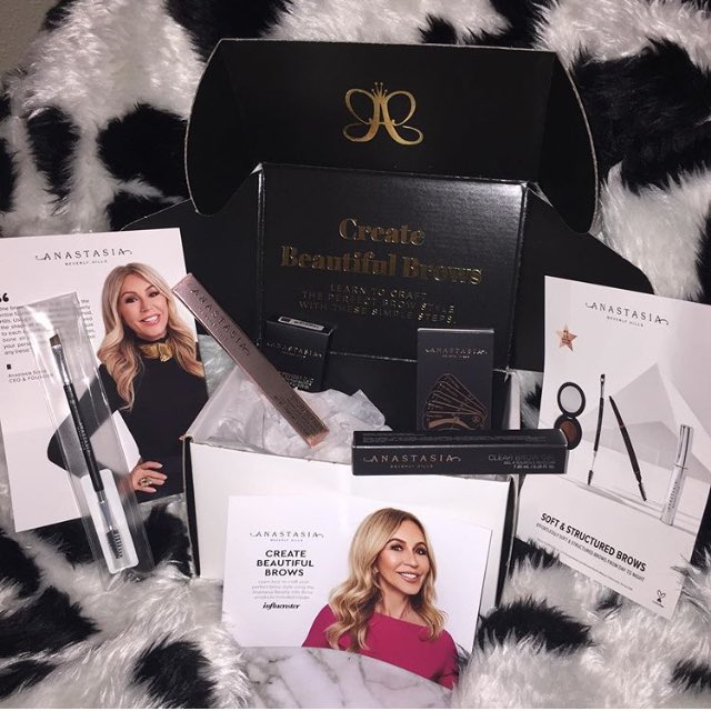 Mar 2020 I received my Anastasia Beverly Hills VoxBox! Thanks @influenster for my #free products. What's inside? - Dual Ended Angled 7B Brush - Brow Power Duo - Clear Brown Gel - Brow Definer Triangular Brow Pencil - 5 Brow Arch Stencils #ABHBrows #contest @anastasiabeverlyhillspic.twitter.com/KXPxmJR7Ky