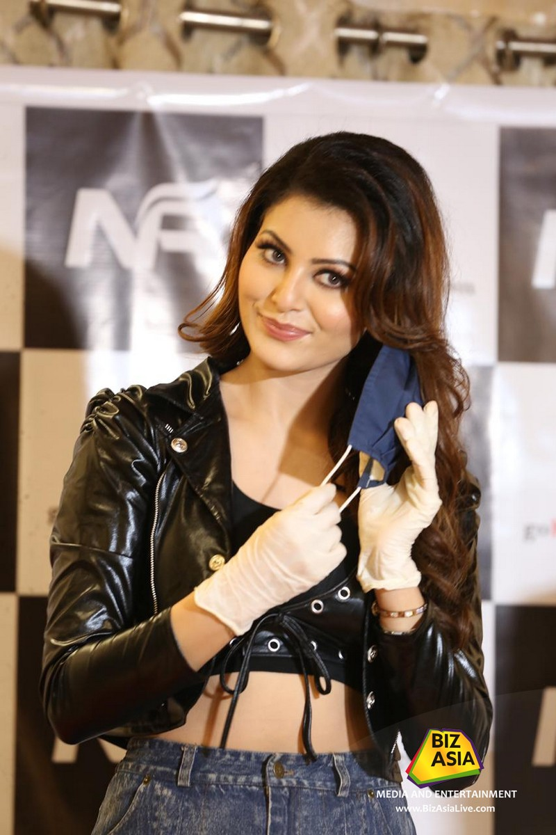 #UrvashiRautela spotted earlier today at a launch of a new brand of mask and sanitiser. pic.twitter.com/QA3MxtCQ7D
