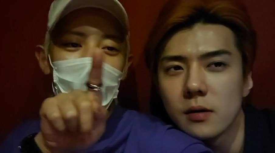 the way sehun leaned on chanyeols shoulder.. <br>http://pic.twitter.com/QdXtkWDKnt