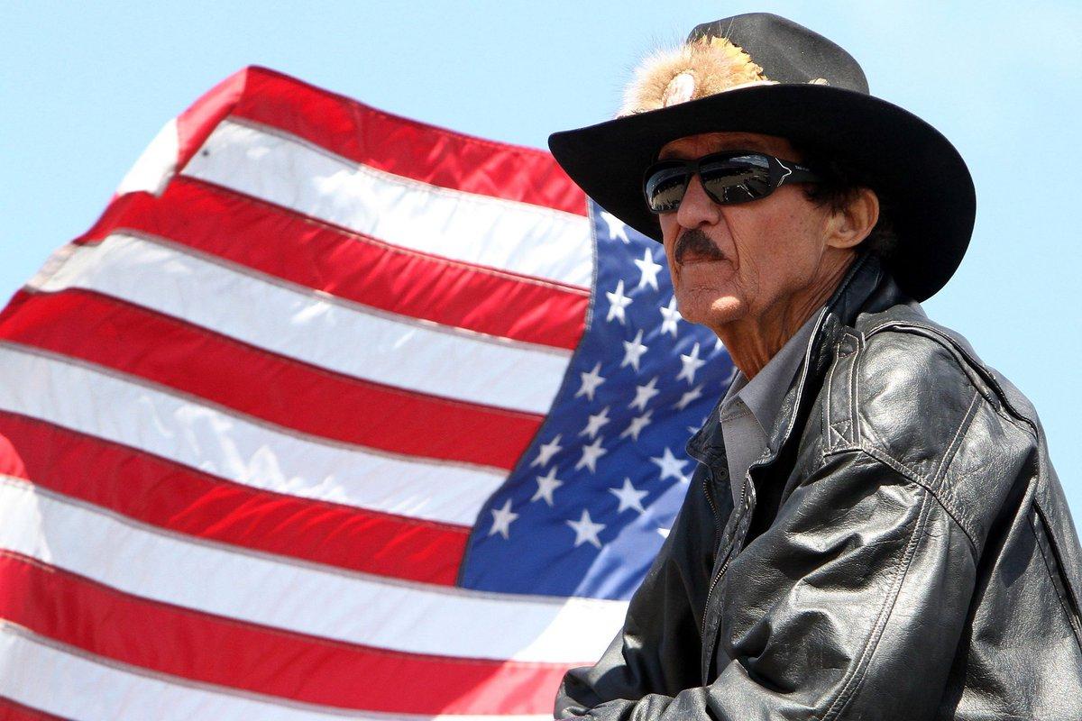 RichardLeePetty(born July 2, 1937), The King   #OnThisDay #HappyBirthday 🎉 #NASCARLEGEND #RacingMemory #NASCAR #TheKing43 https://t.co/Ob6hG6EhQF