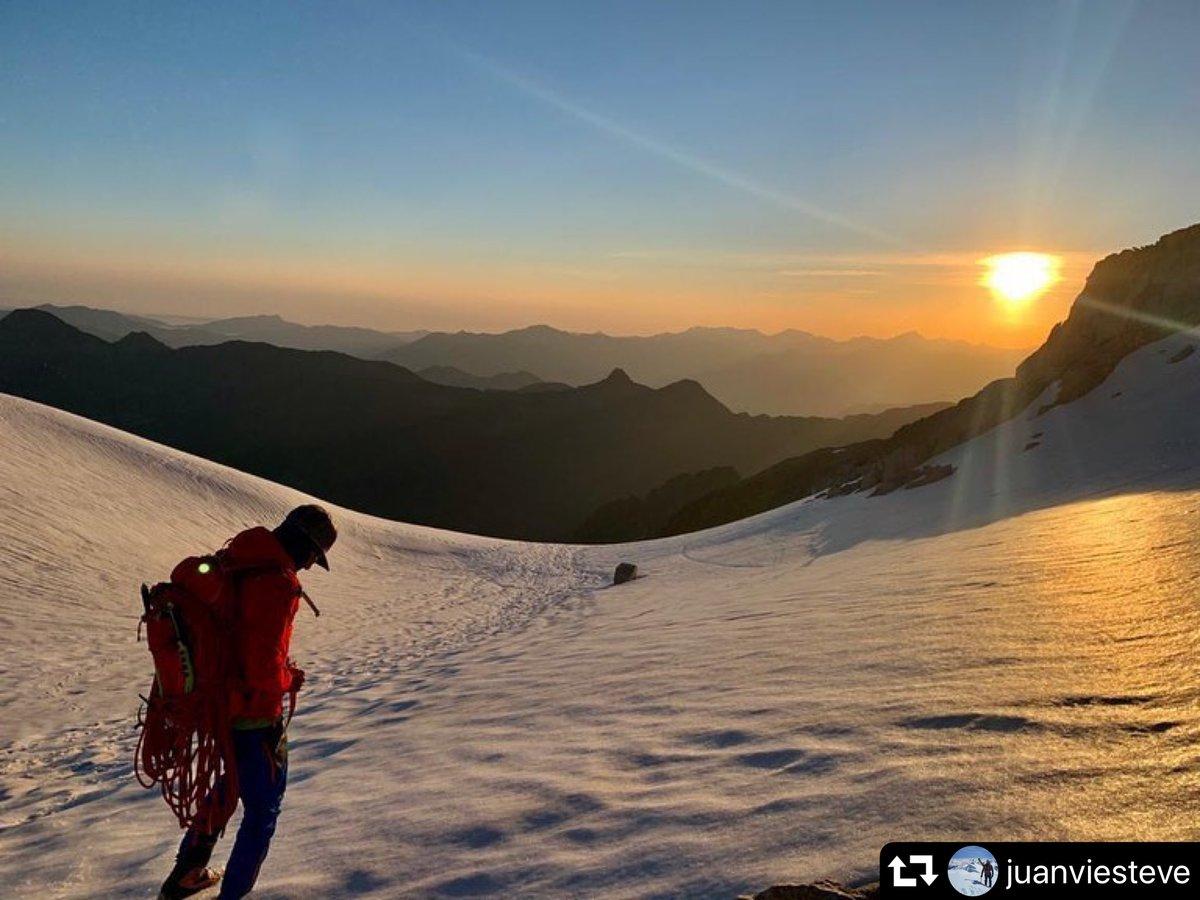 Aventura del díaAdventure of the day . Glaciar de la Maladeta  - Photo by @juanviesteve   Enhorabuena!  . #BeAdventurer #puremountain #fever_mountains #vive_montanas #lovemountains #extremsport #outdoorlive #alpinism  #alpinist #landscape #pirineos #inpirineospic.twitter.com/pf2YiklbDD