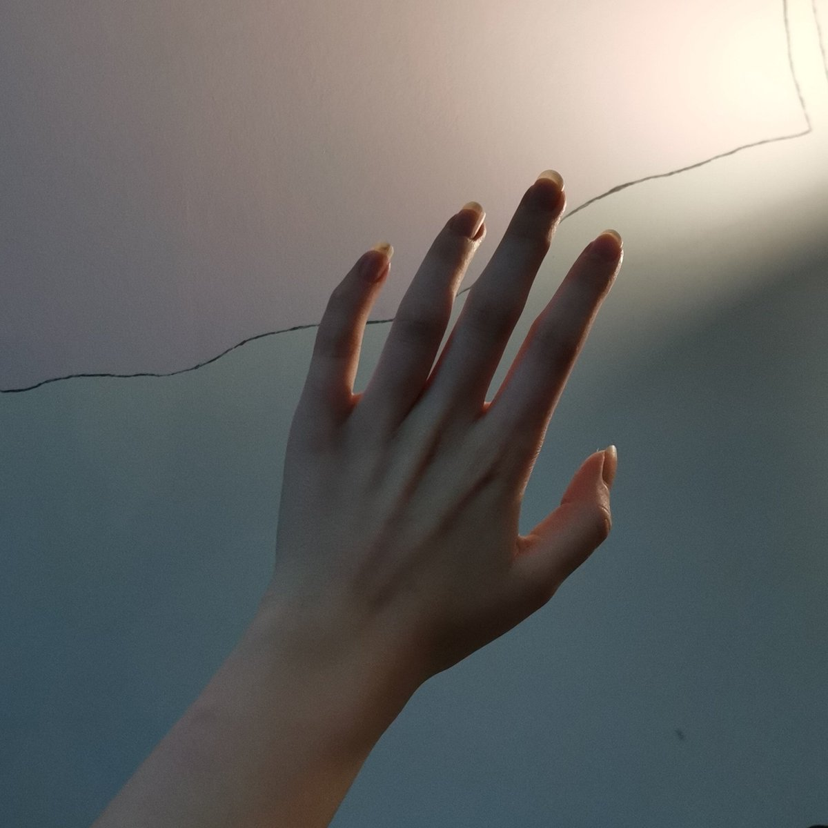 Je vends des photos de mes mains,  pour éviter toute arnaque, vous devez envoyer l'argent avant! Viens DM de suite histoire de ruiner ton compte 👑 #mains #soumis #moneyslaves #fetichiste https://t.co/FbCL50GLfZ