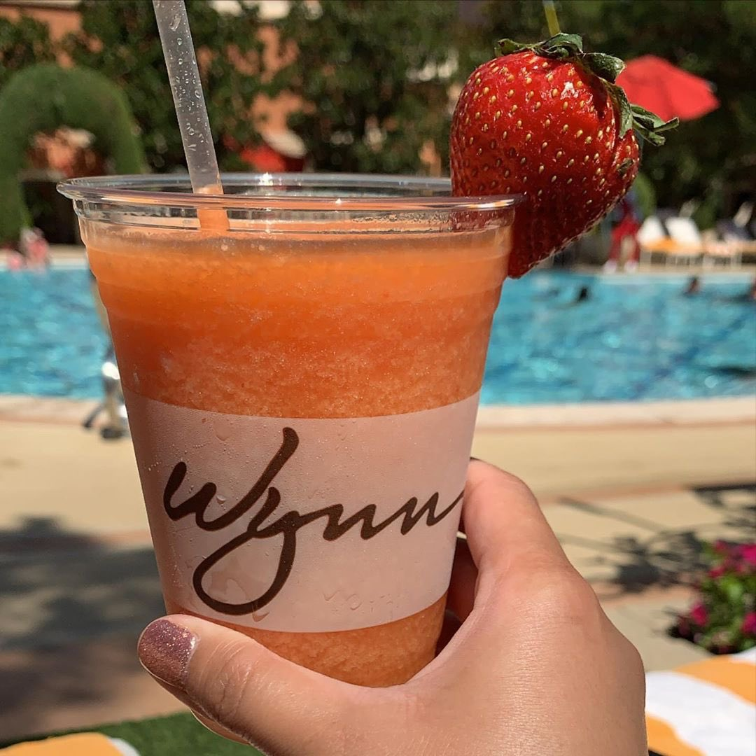 Wynn Las Vegas for some poolside cocktails and sunshine #vegas #onlyvegas http://VegasFoodAndWine.com pic.twitter.com/kJNdCqk3YA