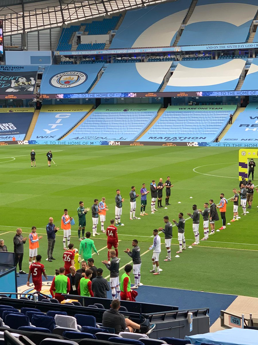 The Reds are out to a guard of honour at the Etihad 👏🔴  #MCILIV https://t.co/oVuEuBUR0n