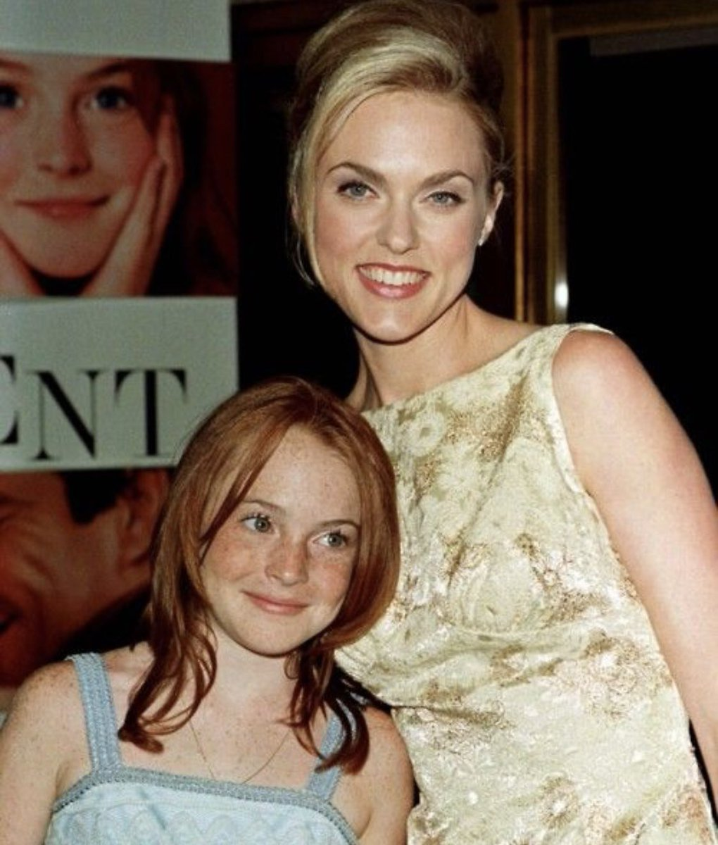 Happy Birthday @lindsaylohan Hope you're having a young & fab day. Young & fab. 🥳🎈🎂🎁🎉