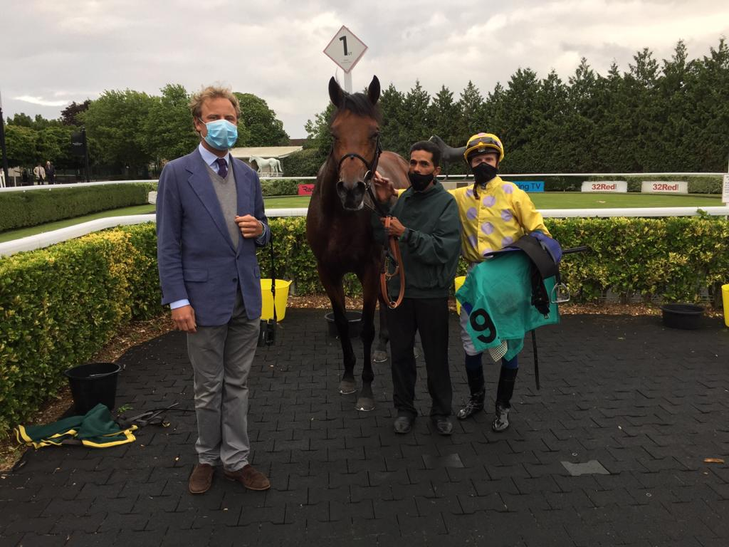 Jazz Partys win @kemptonparkrace yesterday evening secured the first leg of a very nice double for @whatcomberacing trainers Paul and Oliver Cole and jockey @davidprobert9. Congratulations and thanks especially to Mr Shiacolos for Jazz Partys win and well done to all the team.