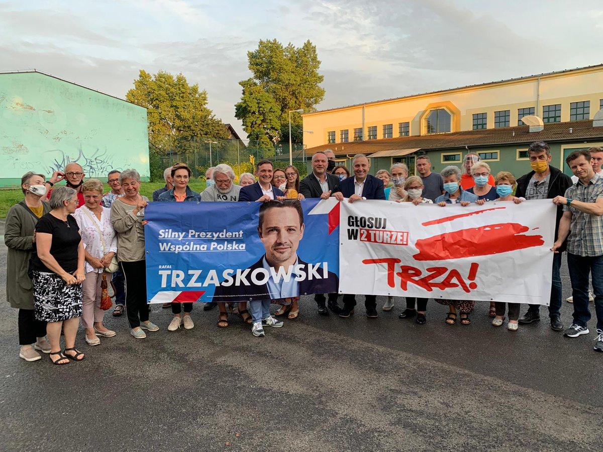 Na koniec dnia spotkaliśmy się z mieszkańcami Środy Śląskiej i samorządowcami z powiatu średzkiego. Jest mobilizacja, dużo dobrych rozmów i pomysłów na ostatnią prostą kampanii #Trzaskowski2020. Wiele z nich wykorzystamy i wspólnie zrealizujemy podczas #tydzieńdlaRafała https://t.co/hbVKGQeb9M