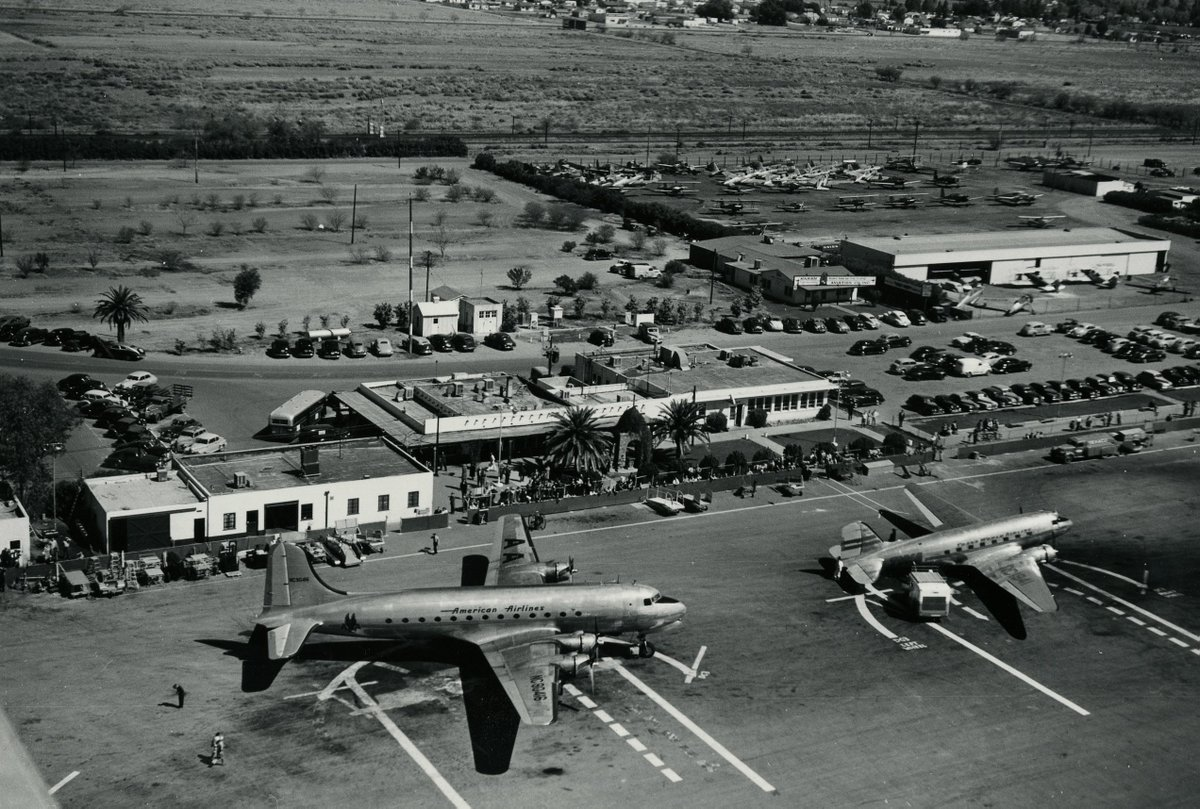 This 1940s image shows our original North Terminal bustling with activity. It featured a small open-air, Spanish-style adobe chapel which was built by the Phoenix Junior Chamber of Commerce in 1937. #tbt #throwbackthursday https://t.co/3ecFuzM7lX
