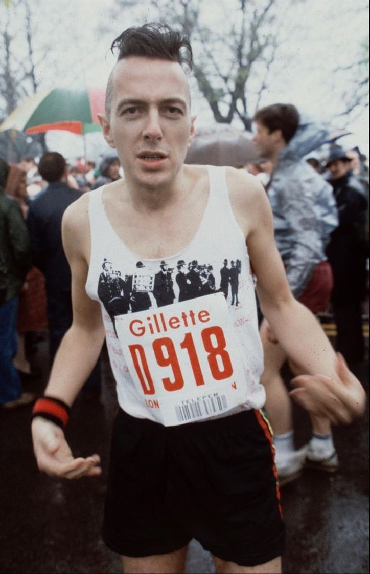 Recently discovered photos of Joe Strummer running the 1983 London Marathon, photographed by Steve Rapport. https://t.co/olfanfAVuT