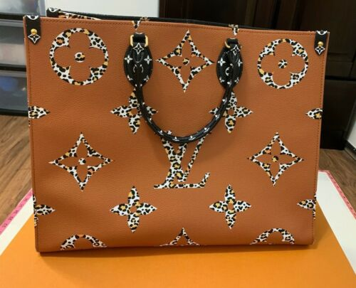 Louis Vuitton Jungle Onthe Go Gm M44674  In Stores  http://rover.ebay.com/rover/1/711-53200-19255-0/1?ff3=4&pub=5575170770&toolid=10001&campid=5338260761&customid=&mpre=https%3A%2F%2Fwww.ebay.com%2Fitm%2FLouis-Vuitton-Jungle-OnThe-Go-GM-M44674-SOLD-OUT-STORES-%2F224058550676 …  #LouisVuitton pic.twitter.com/bvGGa0PDUL