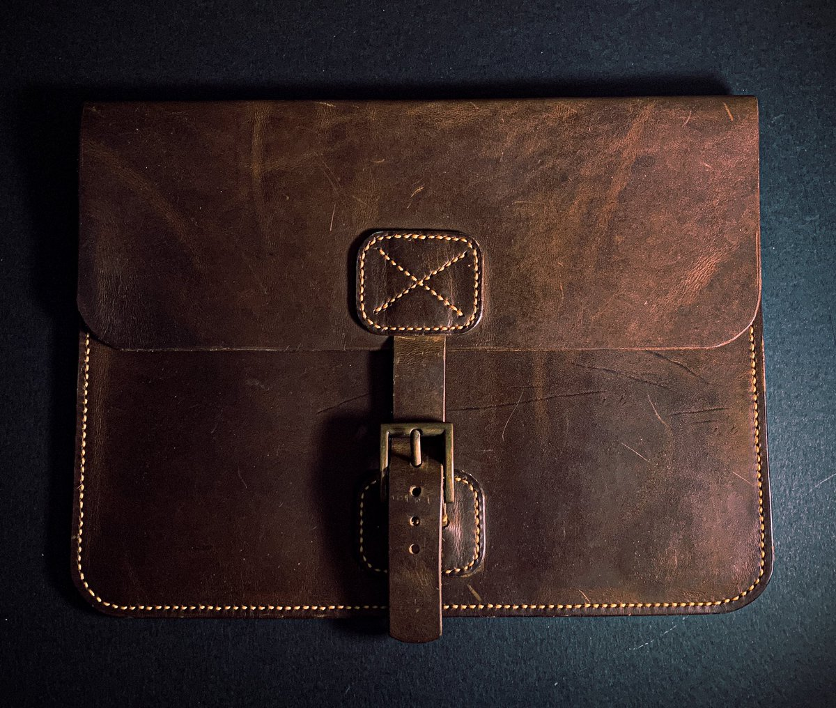 Survey: If this iPad case looks like something you would purchase, please hit the  or leave a comment. I would really appreciate any feedback.   #leathercraft #leather #ipadcase #ipadpro #ipadprocreate #leatherwork #leathercase #leatherbag pic.twitter.com/mv5TT7aXpI