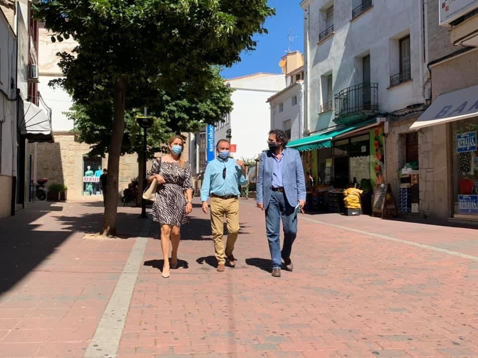 El Presidente provincial del PP de Cáceres, Laureano León, junto al Portavoz del PP en Navalmoral de la Mata, Jaime Vega, han visitado el municipio y han denunciado la preocupante situación y las deficiencias en materia de sanidad.  #ActivemoslaprovinciadeCáceres https://t.co/PndxEiW54o