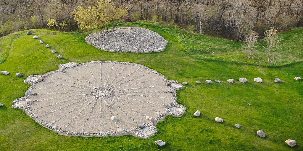 Medicine Wheel Park in Valley City is more than just a pretty place to spend the day. This 213-foot wheel is a multicultural symbol that can track the Earth's journey around the sun and the cycle of the seasons. #BeNDLegendary  https://t.co/hqTkZK5gWa  📷: Jensen Air LLC https://t.co/FZAETGUNLw