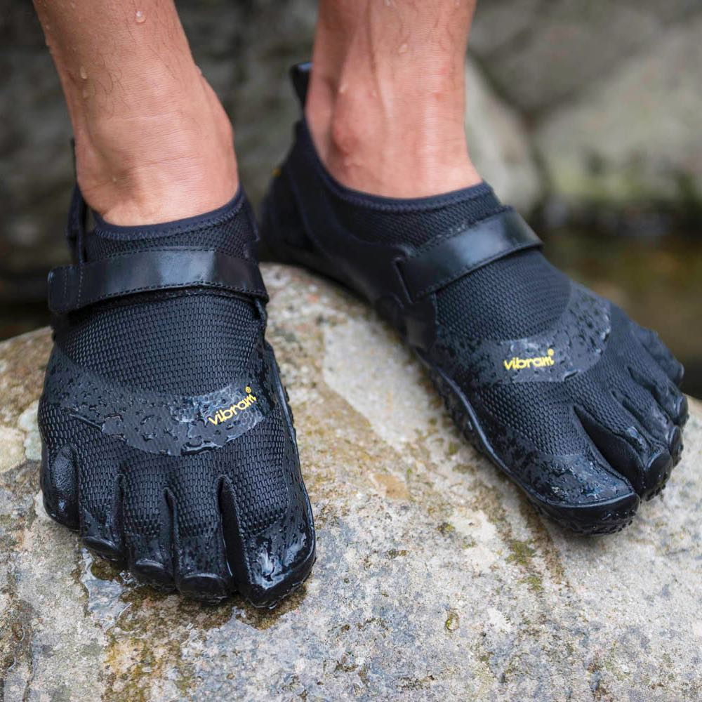 Natural foot movement and offers protection for water activity when going barefoot is not an option . . #vibram #fivefingers #barefoot #protection #wateractivity #vaqua #lightweight #veganfriendly https://t.co/SUtp96nylq