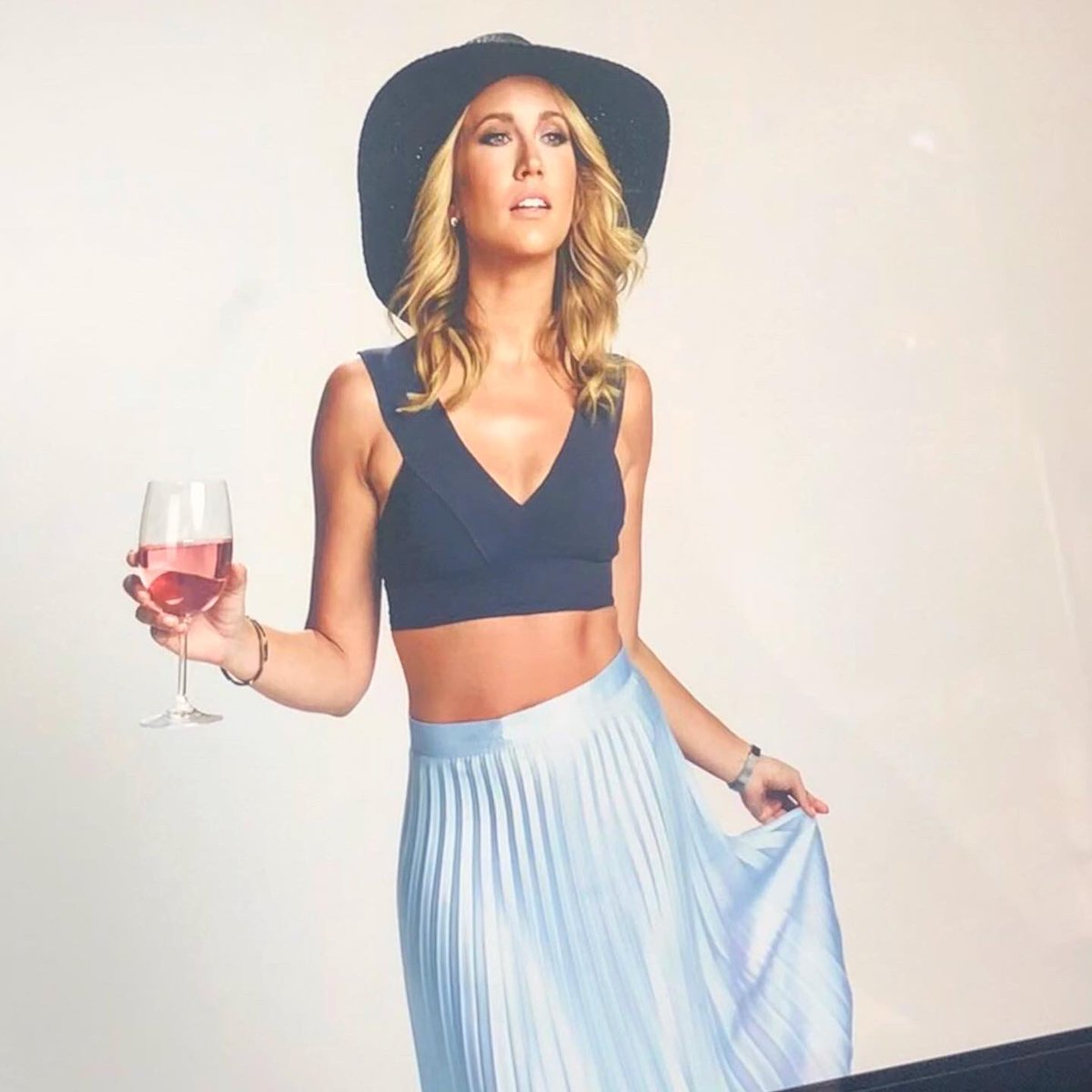 Anna Camp On Twitter Meet Brooke Tomorrow In Desperados On Netflix She Loves Rose Tequila Vodka And Merlot She Also Loves Her Best Friends So Much She Follows Them To Mexico