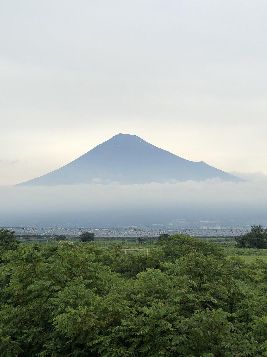 微妙に雪解けしてないところがある( ・∇・)  #富士山 #雪解け #夏本番 https://t.co/B6CD9Ww1M5