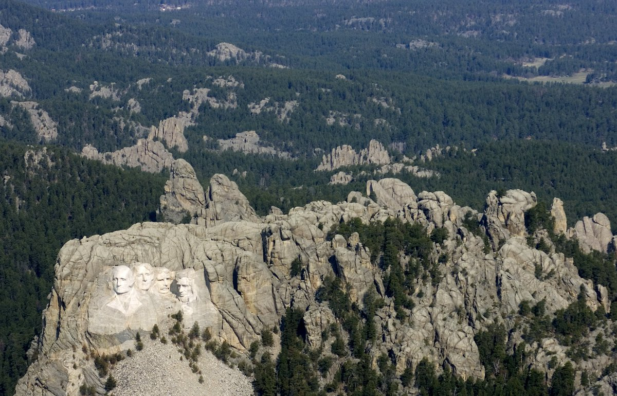 never realised how gross and sad mt rushmore looks when you can actually see the whole mountain https://t.co/XUd4Iio3hR