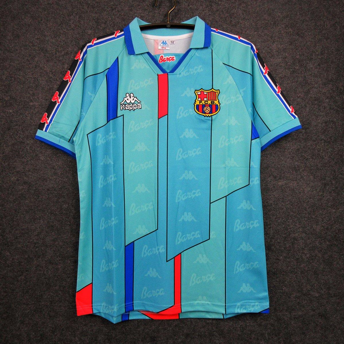 Essa camisa do Barcelona de 1996 é muito linda, minha amigo! 😍 💰 R$159,90 (em até 12x) ⚠️ Frete e personalização grátis 👕 Tamanhos: P, M, G, GG e GGG 🚚 Enviamos código de rastreio 10% DE DESCONTO (via boleto) Acesse: futmais.store/camisa-barcelo…