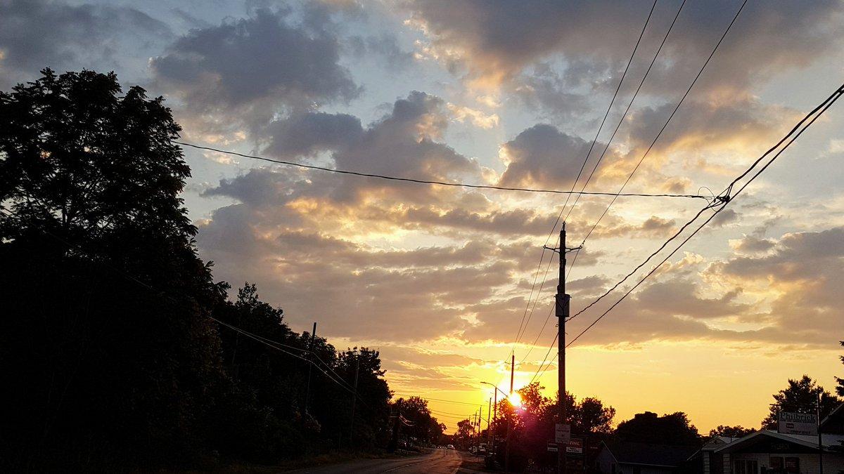 Good evening  #photography #Ontario #sunset pic.twitter.com/OJV19Cn5b7
