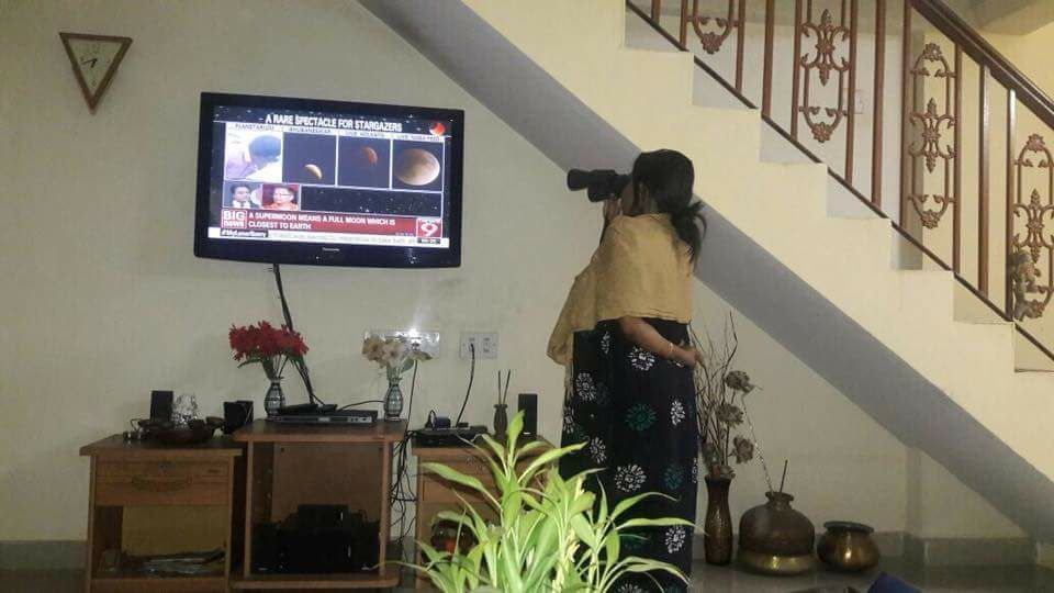 Indian mom's showing kids how to safely watch #SolarEclipse2020 https://t.co/xlU6LzzMHt