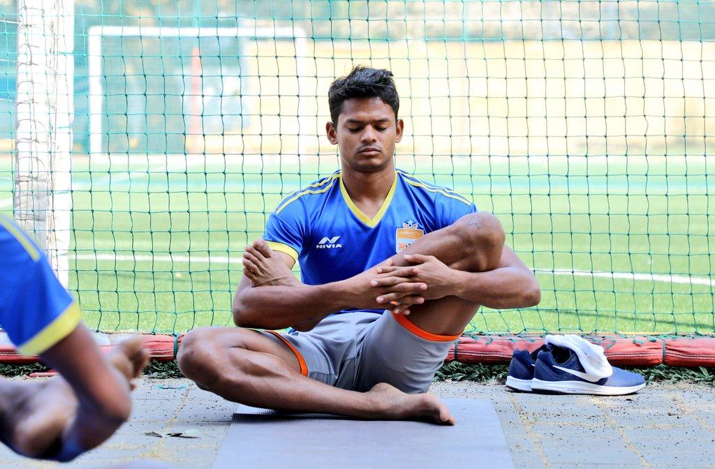 #InternationalYogaDay featuring @ChennaiCityFC🧘♂️⚽ #IndianFootball #HeroILeague #LeagueForAll #YogaDay2020 #MyLifeMyYoga