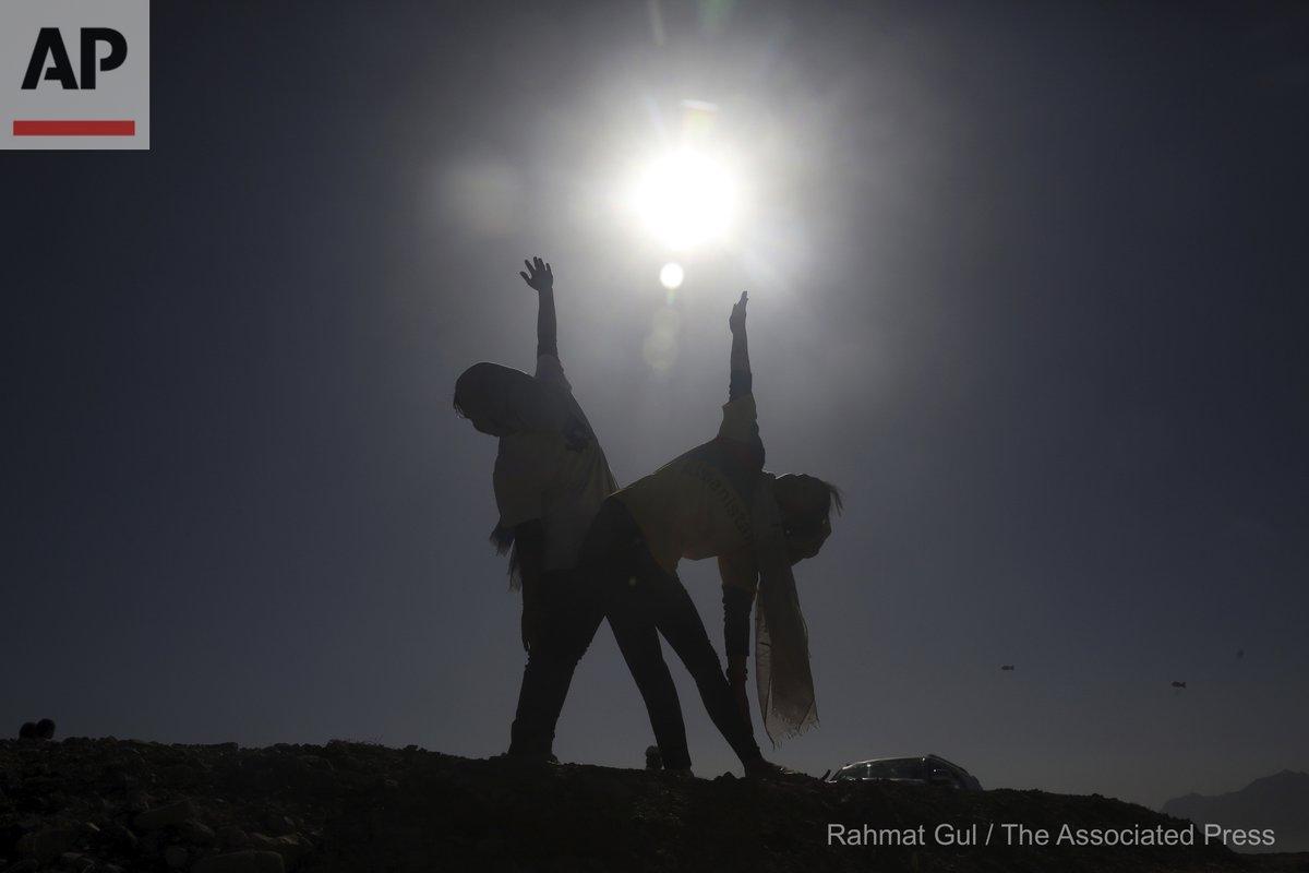 Afghan enthusiasts women perform yoga to mark International Yoga Day during the COVID-19 pandemic lockdown, on the outskirts of Kabul, Afghanistan, Sunday, June 21, 2020. (AP Photo/Rahmat Gul) https://t.co/cWDzkwAJtI
