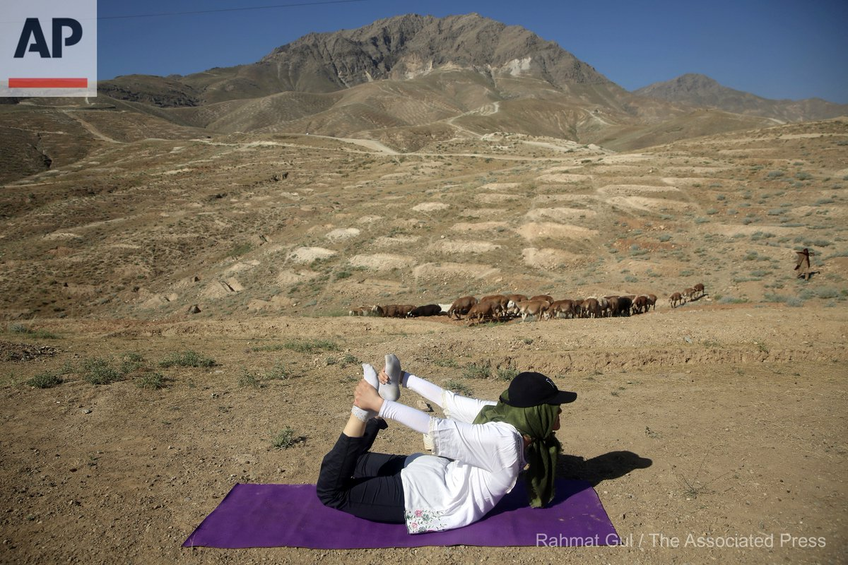 An Afghan enthusiast performs yoga to mark International Yoga Day amid the COVID-19 pandemic lockdown, on the outskirts of Kabul, Afghanistan, Sunday, June 21, 2020. (AP Photo/Rahmat Gul) https://t.co/Hkl7CV4COe