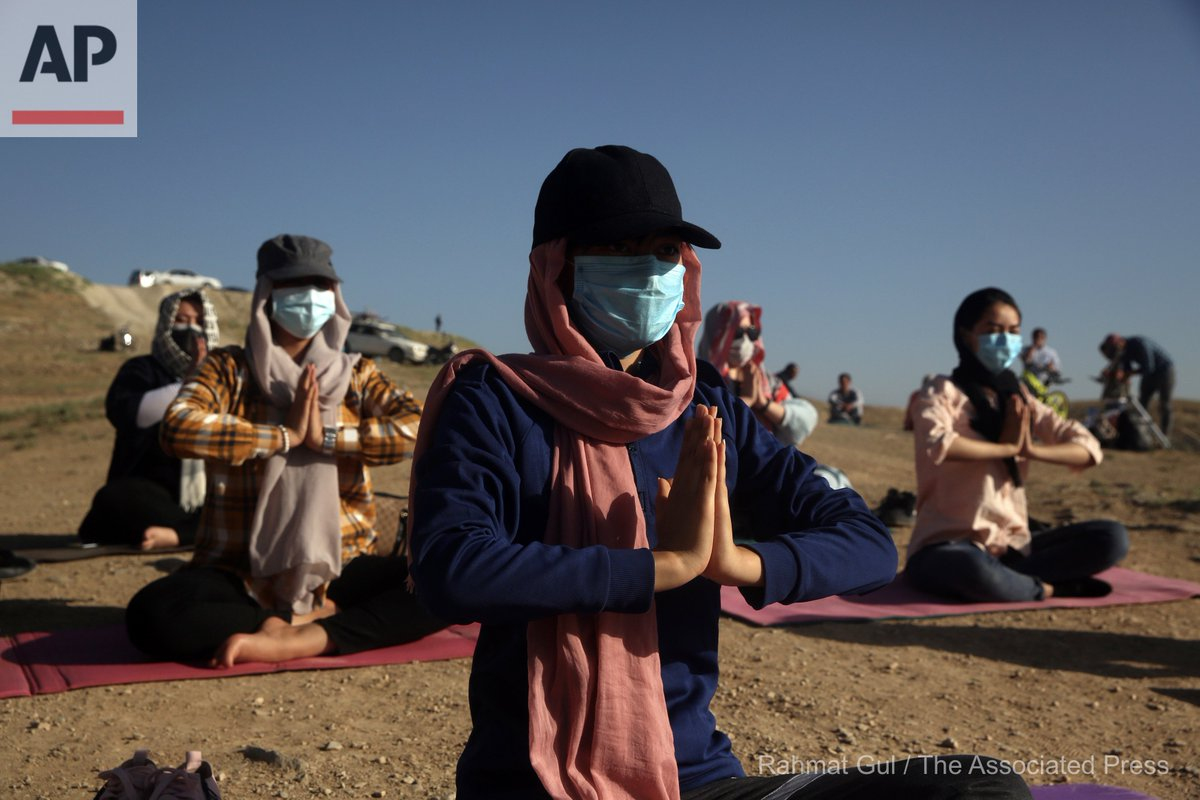 Afghan enthusiasts wear a protective face mask as they perform yoga to mark International Yoga Day during the COVID-19 pandemic lockdown, on the outskirts of Kabul, Afghanistan, Sunday, June 21, 2020. (AP Photo/Rahmat Gul) https://t.co/nO10gTnJ7N