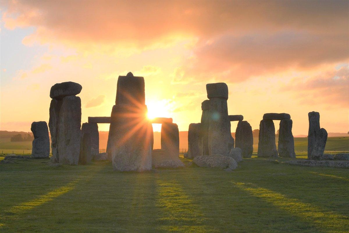 Sunrise at Stonehenge. #stonehenge #happyweekend #summersolstice2020 #englishheritage