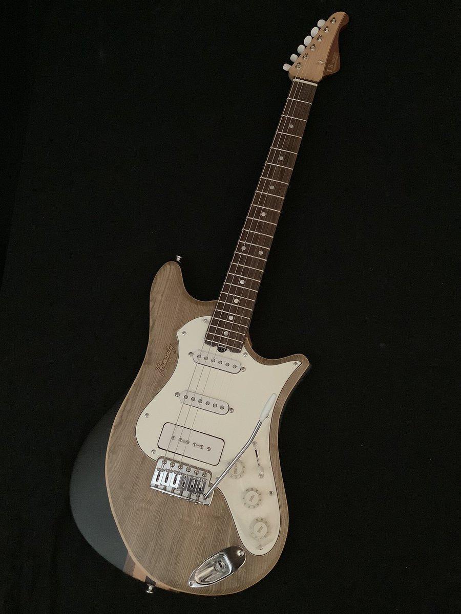 こんなギターも、赤字覚悟セールであります。 此方は、神代タモをトップにDIMAZIO 2シングル/P90ピックアップ。Gotohシンクロ、一部ホロー加工有り。 当工房に防音室がありますので、爆音で試奏してみて下さい。  赤字覚悟セール¥150,000−税抜き。ソフトケース付き、 https://t.co/FLDl5Zdq0h