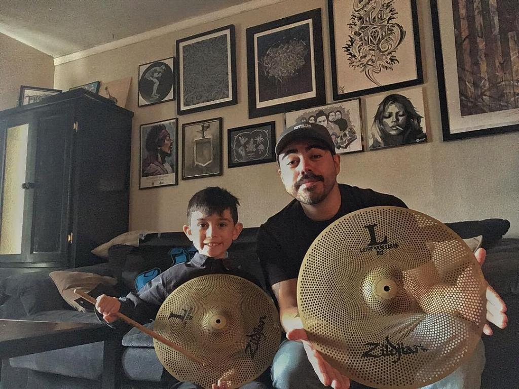 What's cooler than your love for playing drums!?  Sharing that love with your kid!  And now, with LV (Low Volumes) you can share that love for drums without disturbing the rest of your family.  #HappyFathersDay   #LV80 #MyFirstZ https://t.co/UdhLZkbnqV