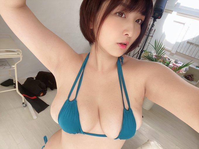 グラビアアイドル吉田実紀のTwitter自撮りエロ画像11