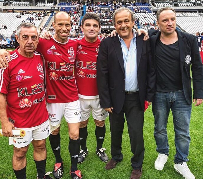🎂Joyeux anniversaire l'idole 🤩 #Platini @JacquesVendroux  @VarietesCF https://t.co/6P44IJXaNu