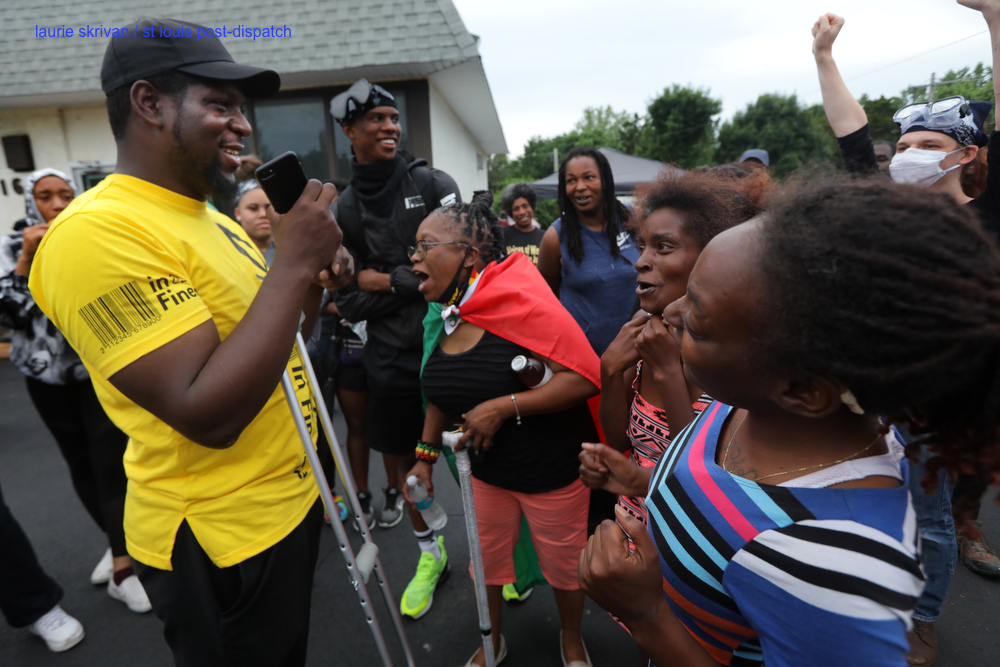 Protesters prepare for another tense night with Florissant police stltoday.com/news/local/gov… via @stltoday